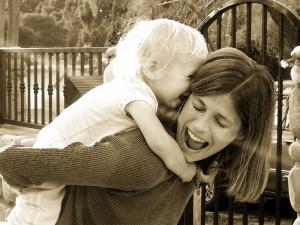 Madre e figlio. Foto Happiness...-Wikicommons
